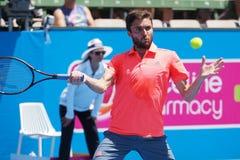 Französischer Tennisspieler Gilles Simon, der für die Australian Open am klassischen Ausstellungsturnier Kooyong sich vorbereitet lizenzfreie stockfotografie
