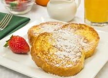 Französischer Toast und frische Erdbeeren Stockfoto