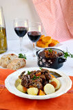 Französischer traditioneller Rindereintopf mit Rotwein Lizenzfreie Stockfotos