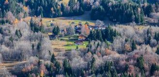 Französisches alpines Dorf lizenzfreie stockbilder