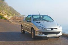 Französisches Auto durch das Meer. Lizenzfreies Stockfoto