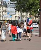 Französisches Fußballfan am 15. Juli abschließendes Paris stockbild