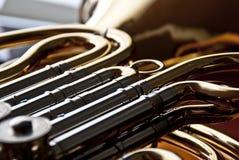 Französisches Horn in der Nahaufnahme Lizenzfreie Stockfotos
