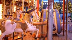Französisches Karussell mit Pferden am Winterabend stock video