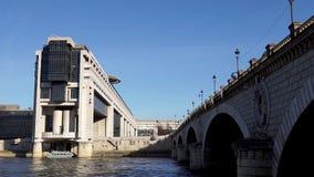 Französisches Ministerium für die Wirtschaft und die Finanzierung - Paris stock video footage
