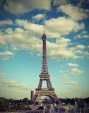 Französisches Panorama mit Eiffelturm und altem getontem Effekt stockbilder