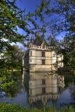 Französisches Schloss im Wasser Stockbild