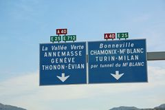 Französisches Verkehrsschild mit Richtungen zum Mont Blanc-Tunnel auf lizenzfreie stockbilder
