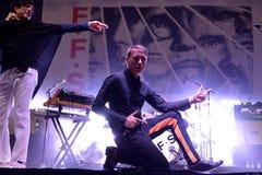 Franz Ferdinand e le scintille, legano anche conosciuto come FFS, di concerto al festival FIB Fotografia Stock Libera da Diritti
