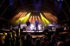 Franz Ferdinand et les étincelles, se réunissent également connu comme FFS, de concert au festival de BOBARD Photo libre de droits