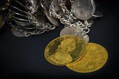 Franz Joseph I, Austro-Hungarian gouden dukaten vanaf 1915 met zilveren juwelen Royalty-vrije Stock Foto