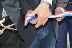 Franz?sische Band Einweihung geschnitten mit einer Schere lizenzfreie stockfotos