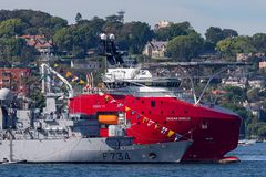 Franz?sische Marine-Marine Nationale-Fregatte FNS Vendemiaire F734 in Sydney Harbor lizenzfreie stockfotografie