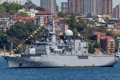 Franz?sische Marine-Marine Nationale-Fregatte FNS Vendemiaire F734 in Sydney Harbor stockbild