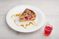 Franzose-Cherry Clafoutis-Kuchen stockfotos