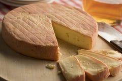 Franzose-Munster-Käse und -scheiben lizenzfreies stockbild