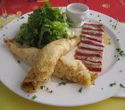 Franzosen kräuseln gedient im feinschmeckerischen Restaurant Lizenzfreies Stockbild