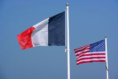 Franzosen und amerikanische Flaggen stockfoto