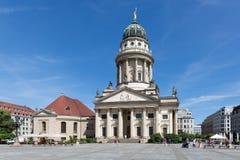 Franzosische Dom och kyrka i Berlin arkivbilder