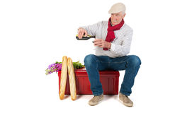 Französischer Mann mit Brot und Wein Stockfoto