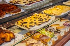 Französischer traditioneller Bäckereigebäckspeicher Lizenzfreies Stockbild