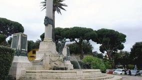 Frascati - επαρχία της Ρώμης στο Λάτσιο - την Ιταλία - το Monumento AI Caduti ή πολεμικό μνημείο απόθεμα βίντεο
