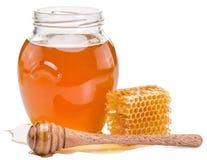 Frasco completamente do mel e dos favos de mel frescos Fotografia de Stock