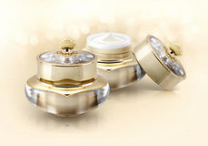 Frasco cosmético da coroa dourada no brilho Fotos de Stock