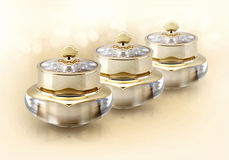 Frasco cosmético da coroa dourada no brilho Imagens de Stock