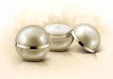 Frasco cosmético da esfera dourada no brilho Fotos de Stock Royalty Free