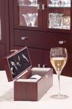 Frasco da caixa dos acessórios do vinho Fotos de Stock Royalty Free