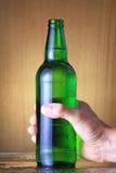 Frasco da cerveja com gotas fotos de stock royalty free
