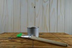 Frasco da pintura e da escova Fotos de Stock