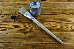 Frasco da pintura e da escova Foto de Stock