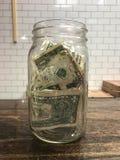Frasco da ponta completamente das notas de dólar Imagens de Stock Royalty Free
