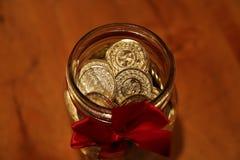 Frasco da riqueza do conceito completamente do dinheiro Fotos de Stock