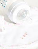 Frasco de bebê com bocal Imagens de Stock