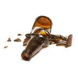 Frasco de cerveja quebrado Fotografia de Stock Royalty Free