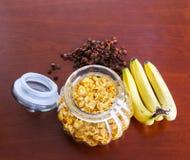 Frasco do cereal, da passa e da banana II Imagens de Stock Royalty Free