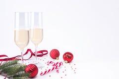 Frasco do champanhe e dos dois vidros Fotos de Stock Royalty Free