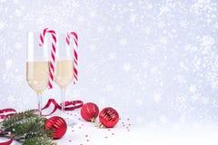 Frasco do champanhe e dos dois vidros Imagens de Stock