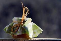Frasco do doce no jardim foto de stock