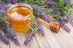 Frasco do mel líquido com alfazema Imagem de Stock
