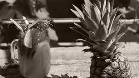 Frasco do suco de abacaxi fresco filme