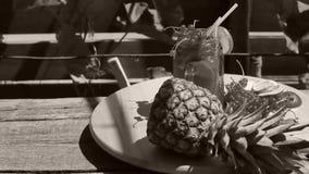 Frasco do suco de abacaxi fresco video estoque