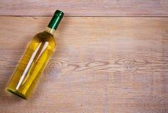 Frasco do vinho branco com uva Do vinho vida ainda Alimento e conceito das bebidas Foto de Stock Royalty Free