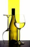 Frasco e vidros de vinho imagens de stock royalty free