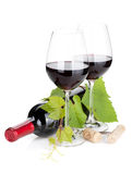 Frasco e vidros de vinho vermelho Foto de Stock