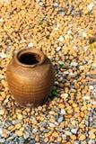 Frasco em rochas Fotografia de Stock