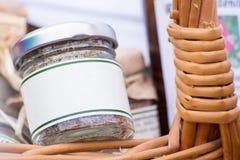 Frasco em uma cesta Fotos de Stock